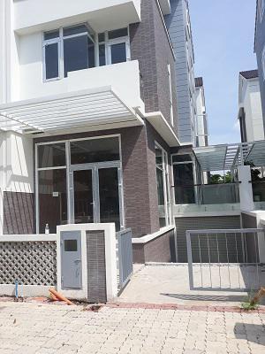 Bán nhà phố kiến trúc đẹp KDC Jamona 210 Bùi Văn Ba Quận 7 , 2 lầu , 1 hầm